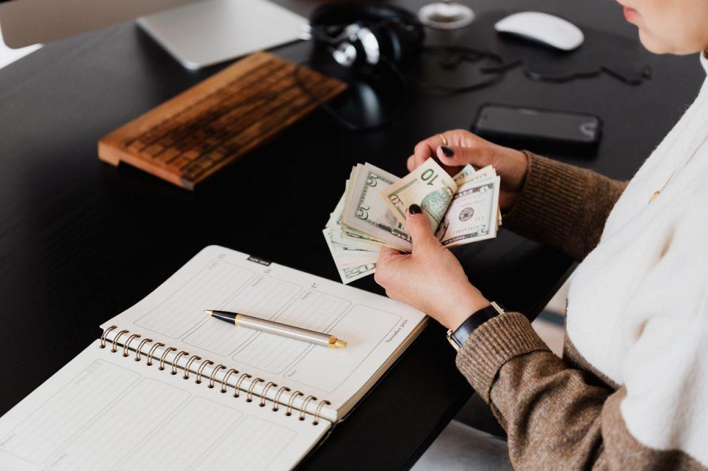 個人事業主が知っておきたい経費の基本。活用する上での注意点も解説