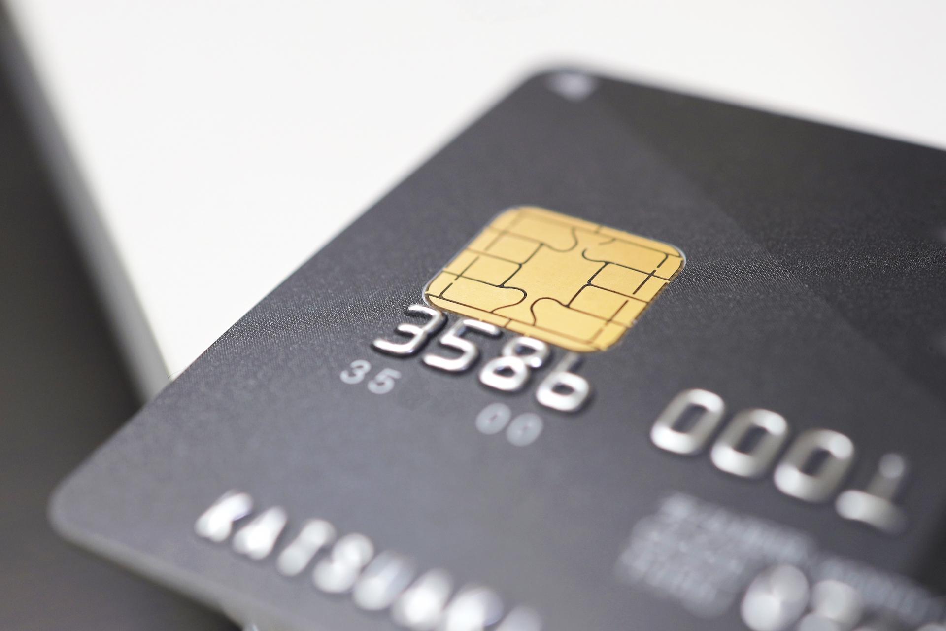 個人事業主が法人用クレジットカードを選ぶ際の注意点